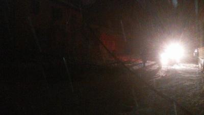 У центрі Чернівців через снігову негоду обвалилось дерево, перекривши вулицю