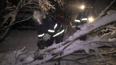 Рятувальники Буковини витягли зі снігових заметів 26 вантажівок (ФОТО)