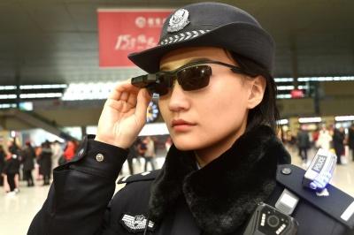 """Китайська поліція тестує """"розумні"""" окуляри"""