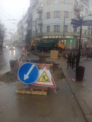 У центрі Чернівців замінюють старий газопровід