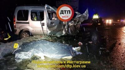 Смертельна ДТП під Києвом: водій та пасажирка загинули миттєво (18+)