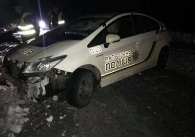 """Полиция выясняет обстоятельства ДТП с патрульным авто на трассе  """"Черновцы-Порубное"""" (ФОТО)"""