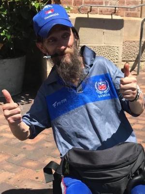 Австралійська пара роздає безпритульним наряди от кутюр(ФОТО)