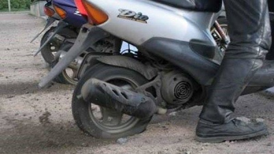 На Буковині правоохоронці затримали чоловіка, який вкрав моторолер в односельчанина