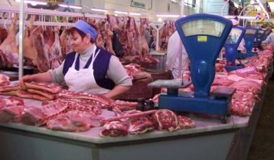 Через підозру на «африканку», на ринках Чернівців посилили контроль за постачанням м'яса