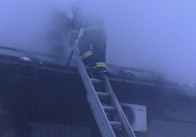 Палало майже сто квадратів: з'явилися фото пожежі в адмінбудівлі історичного цвинтаря у Чернівцях