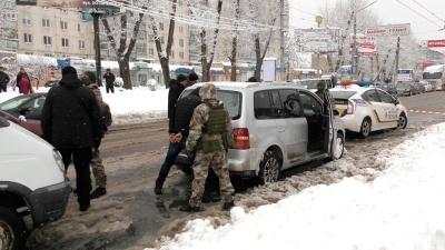 У Чернівцях поліція заарештувала двох серійних крадіїв майна з автівок (ФОТО)