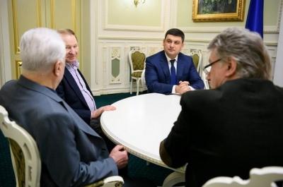 Гройсман обговорив майбутнє України з колишніми президентами