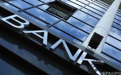 Українці за місяць забрали з банків майже два мільярди гривень