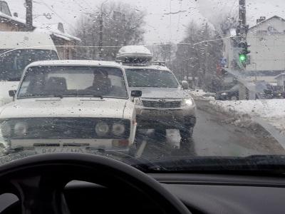У Чернівцях у районі Кемпінгу утворився затор через ДТП за участю двох «бусів» та легковика