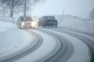 Засніженість та ожеледиця: поліція попереджає водіїв про ситуацію на трасах Буковини