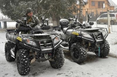 От снегохода убежать труднее: их теперь применяют для охраны границы на Буковине