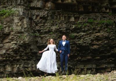 У Чернівцях триває виставка весільних світлин фотографа Романа Ковальчука