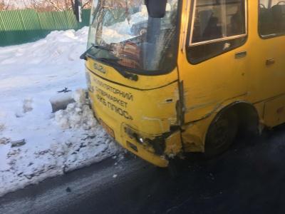 В Черновцах маршрутка столкнулась с микроавтобусом (ФОТО)