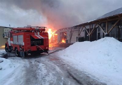 Рятувальники назвали причину пожежі на автомийці та в кафе-барі на Буковині