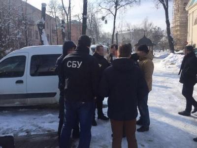 Помічника судді, затриманого за хабар у Чернівцях, взяли під варту з можливістю застави 70 тис грн