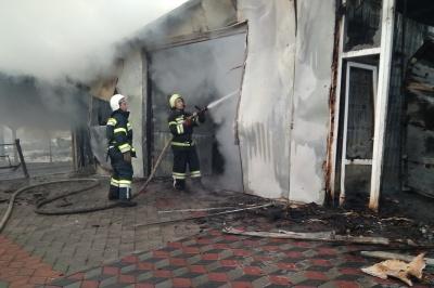 У Чернівцях рятувальники ліквідували пожежу в цеху з виробництва батарей