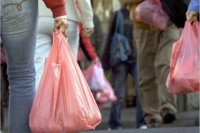 У Румунії готуються законодавчо заборонити пластикові пакети з ручками