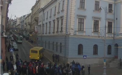 У центрі Чернівців 50 реалізаторів свинини заблокували рух транспорту через посилений контроль за продажем м'яса