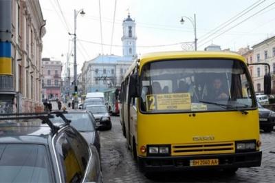 У Чернівцях багатодітнім матерям дали право їздити маршрутками й тролейбусами безкоштовно