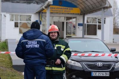 У Чернівцях поліція досі не встановила осіб, через яких стався вибух у податковій