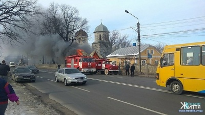 Був обшитий пластиком: рятувальники розповіли, чому згорів магазин на Буковині
