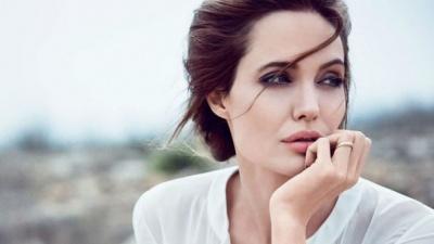 Анджеліна Джолі відреагувала на розлучення Еністон і Теру, – ЗМІ