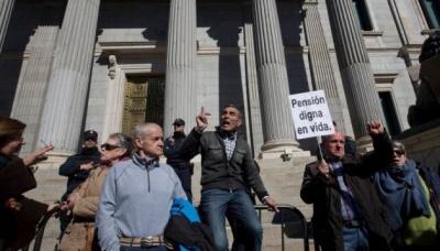 В Іспанії пенсіонери заблокували парламент