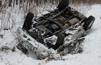 У Чернівецькій області позашляховик вилетів з дороги й перекинувся на дах: без постраждалих