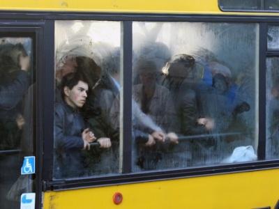 У Чернівцях пропонують скасувати пільги у громадському транспорті в годину пік: з'явилась е-петиція