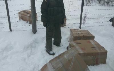 На Буковині прикордонники затримали контрабандні цигарки по обидва боки кордону