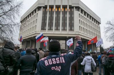 Перевдягнені російські військові брали участь у мітингу під ВР Криму у 2014 році
