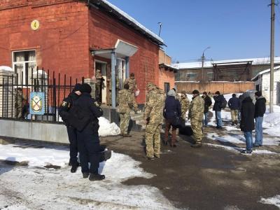 З Чернівців на навчання до Рівненської області відправили 36 резервістів (ФОТО)