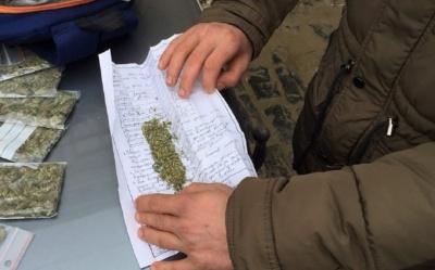 У Чернівцях за кермом іномарки затримали наркомана з «зіллям»