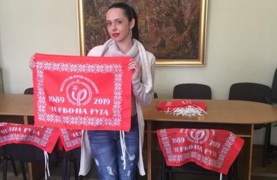 В управлінні культури показали прапори «Червоної рути», якими прикрасять вулиці Чернівців до фестивалю