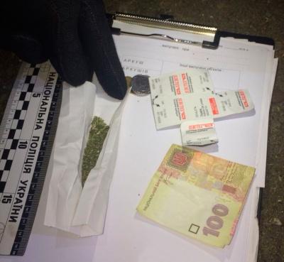 У Чернівцях поліція затримала іноземця, в якого виявили наркотики