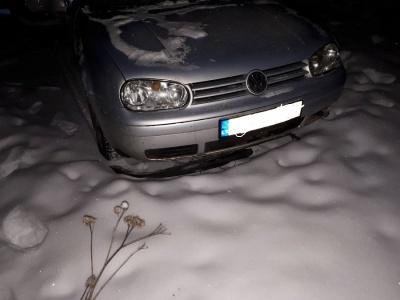 У Чернівецькій області «Фольксваген» з єврономерами збив електроопору, залишивши без світла частину райцентру
