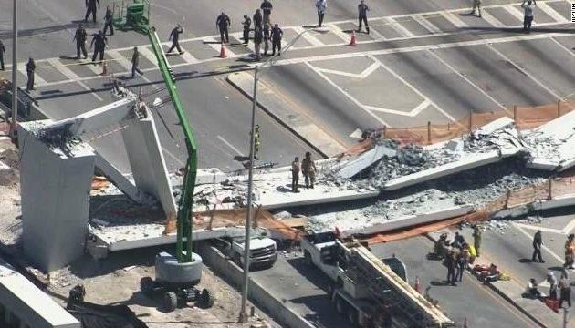 ЗМІ: УМаямі обвалився 950-тонний пішохідний міст, є жертви