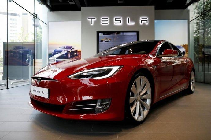 Tesla відкликає 123 тис. електрокарів Model S