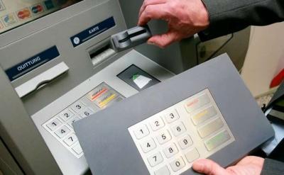 Стало відомо, скільки банкоматів і на яку суму обчистили двоє скімерів, затримані у Чернівцях