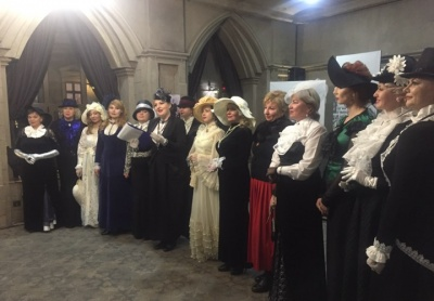 Чернівчанки одягнулись у старовинні сукні, щоб показати життя міста 100 років тому
