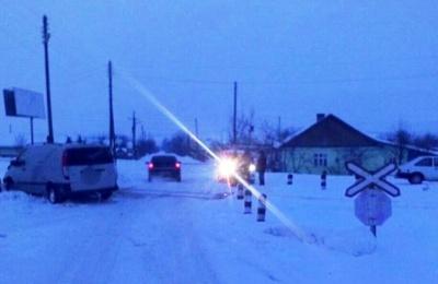 На Буковині на залізничному переїзді тепловоз зіткнувся з мікроавтобусом (ФОТО)