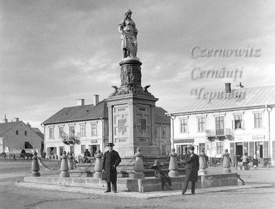 Про Чернівці в старих фото. Пам'ятник Австрії (новини читачів)