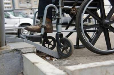 У Чернівцях поліцейських вчитимуть допомагати людям з інвалідністю