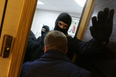На Буковині правоохоронці проводять обшуки в офісах осіб, які можуть бути причетними до контрабанди, - ЗМІ