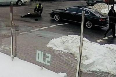 У Києві автомобіль з кортежу президента збив пенсіонера