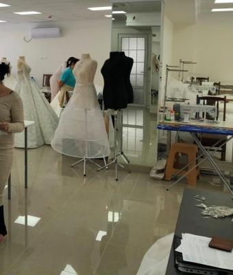 У Чернівцях у швейному цеху виявили нелегальних працівників