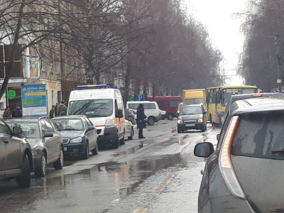 У Чернівцях автомобіль збив неповнолітню дівчинку, яка переходила через дорогу