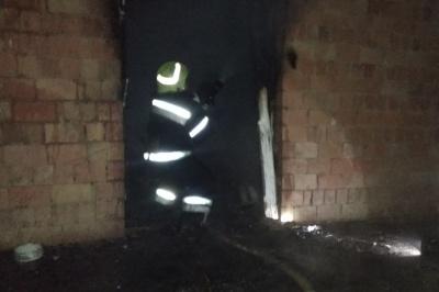 Обпікся і отруївся: на Буковині чоловік намагався сам загасити пожежу