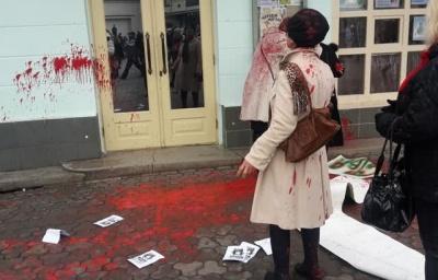 В Ужгороді учасниць акції за рівність та права жінок облили фарбою